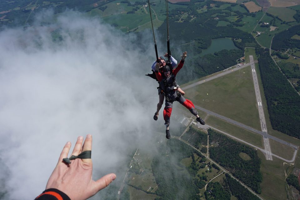 how many tandem jumps before solo