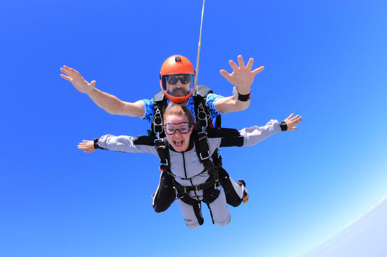 What Does Tandem Skydiving Feel Like?   Skydive California
